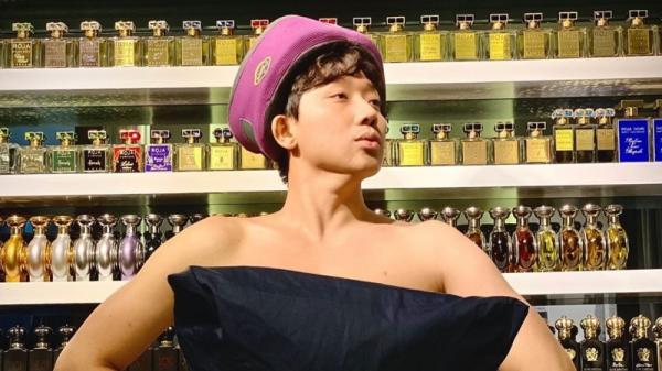 Trấn Thành nhanh nhạy bắt trend 'lấy gối làm váy' nhưng chiếm spotlight lại là tủ nước hoa xịn sò đằng sau