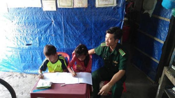 Bình Thuận: Thầy giáo mang quân hàm xanh