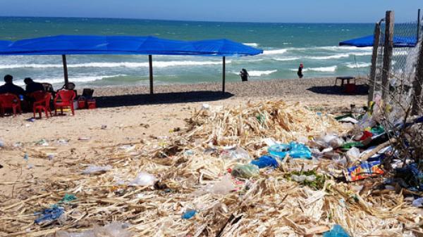Bình Thuận: Hàng quán tự phát làm nhếch nhác một bãi biển đẹp