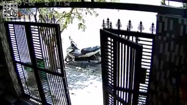 Choáng với clip quay trộm bẻ khóa lấy xe máy trong 20 giây