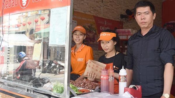 Bình Thuận: Anh Nguyễn Thành Đạo thu nhập hàng trăm triệu đồng nhờ  bánh mì Kebab Torki