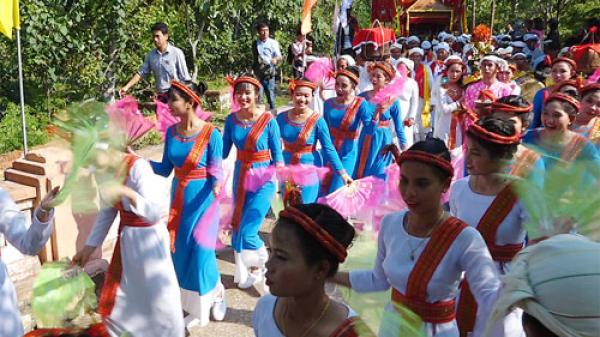 Bình Thuận: Nhộn nhịp lễ hội Katê trên tháp Pô Sha Inư