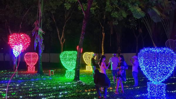 Bình Thuận ơi, lần đầu tiên quê mình diễn ra lễ hội trình chiếu hiệu ứng ánh sáng nghệ thuật siêu hoành tráng