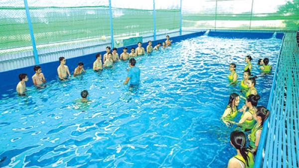 Trường THPT Bùi Thị Xuân: Tạo điều kiện cho tất cả học sinh được học bơi