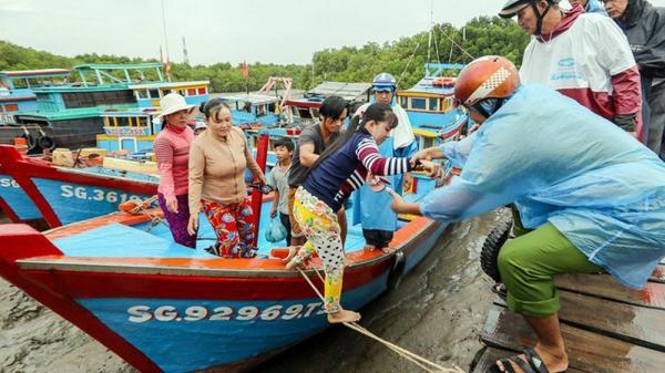 KHẨN CẤP: 7 địa phương cấm biển, di dời gần 38.000 hộ dân tránh bão số 6