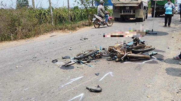 Bình Thuận: Xe ben cán nát xe máy khiến 1 người tử vong