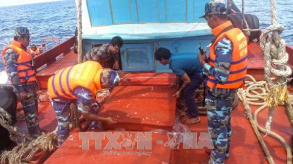 Bắt giữ nhiều tàu buôn lậu dầu trên vùng biển Tây Nam thuộc tỉnh Cà Mau