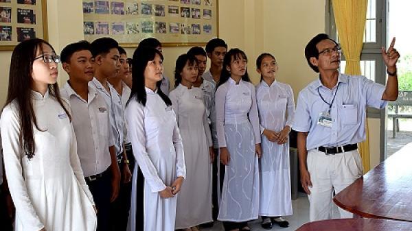 Ký ức nguyên Thủ tướng Phan Văn Khải về thăm trường THPT Phan Ngọc Hiển (Cà Mau)