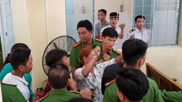 Náo loạn tại phiên tòa U60 dâm ô khiến bé gái Cà Mau uất ức tự tử