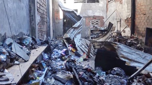 Rạng sáng bất ngờ cửa hàng đồ chơi ở Cà Mau bị thiêu rụi hoàn toàn, con số thiệt hại không ai tưởng