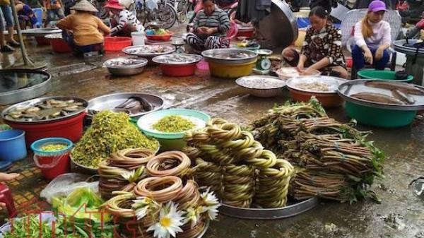 Ngắm chợ quê mùa nước nổi hút hồn với nhiều đặc sản của vùng quê sông nước