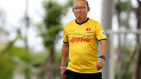 1 tay dẫn bước Việt Nam làm nên lịch sử nhưng VFF vẫn chưa ký tiếp hợp đồng với thầy Park, lý do quá choáng