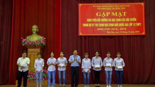 Nghị lực vượt khó học giỏi của cô học trò nghèo Phú Thọ