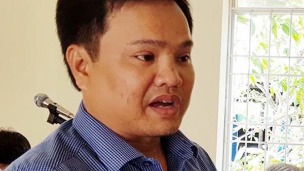 Cảnh sát vào bệnh viện a'p giải nguyên phó chủ tịch xã ở Cà Mau đi thi hành a'n