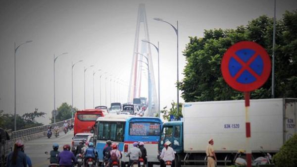 Hàng nghìn phương tiện đổ dồn về, BOT cầu Rạch Miễu buộc phải x.ả t.rạm