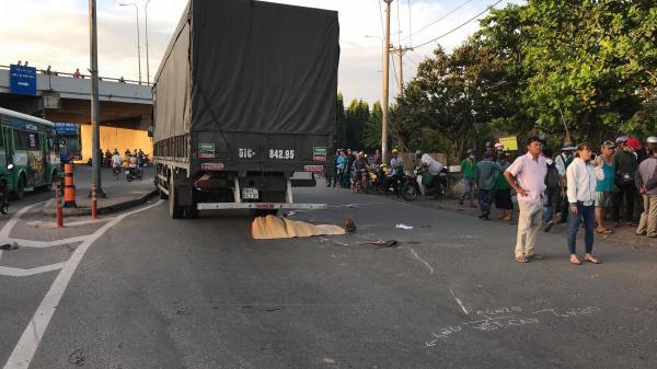 Đi khám thai, 1 phụ nữ bị xe tải cán c.hết ở vòng xoay Sài Gòn