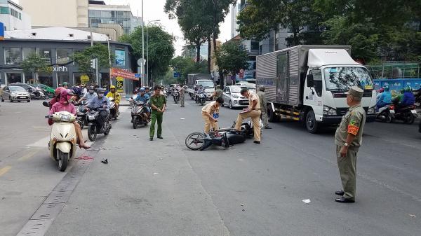 TP.HCM: 2 xe máy v.a chạm, cô gái bán cơm đ.ứt gần lìa chân trên đường đi làm