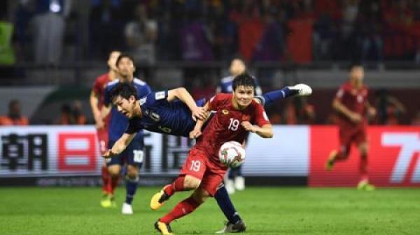 Nụ cười... bí ẩn của HLV Park Hang Seo khi thua Nhật