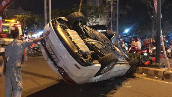 Tài xế lái ôtô lật ngửa ở Sài Gòn phản ứng khi bị test m.a t.úy