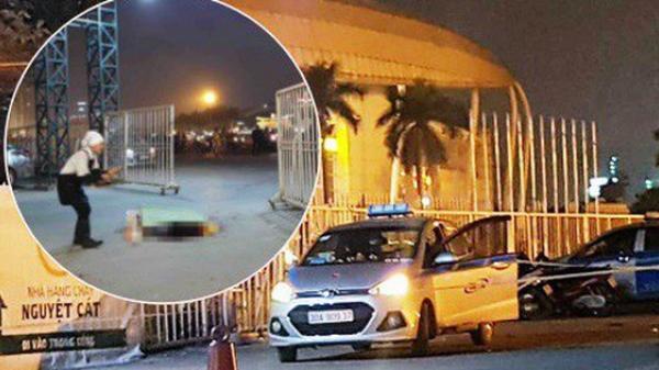 """Hai người """"bí ẩn"""" đi cùng tài xế taxi nghi bị c ứa cổ ở cổng SVĐ Mỹ Đình là ai?"""