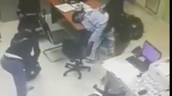 Hai đối tượng nghi dùng súng roi điện xông vào vào trạm thu phí Dầu Giây cướp tiền ngày mùng 3 Tết