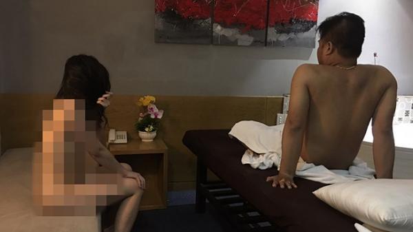 TP.HCM: 4 cô gái khỏa thân phục vụ massage khách ở khu phố Tây