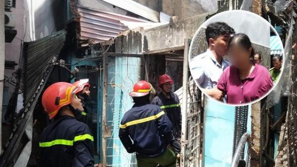 2 căn nhà ở Sài Gòn bất ngờ bị cháy rụi rồi đổ sập, gia chủ đến hiện trường gào khóc