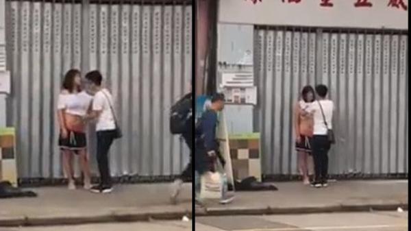 Cãi nhau với bạn trai, cô gái cởi đồ ngay giữa phố đông người