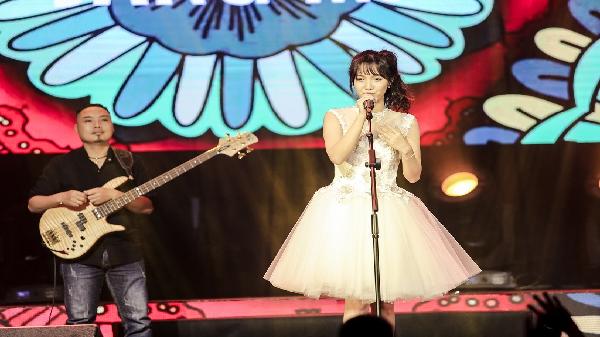 """Jang Mi -  """"thánh nữ Bolero"""" quê Cà Mau tỏa sáng trên sân khấu quốc tế"""