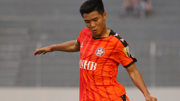 Cầu thủ Phú Thọ - Hà Đức Chinh rách bắp đùi, nghỉ thi đấu 2 tuần