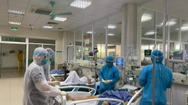 Bệnh nhân COVID-19 đầu tiên trong cộng đồng thở máy nặng được xuất viện