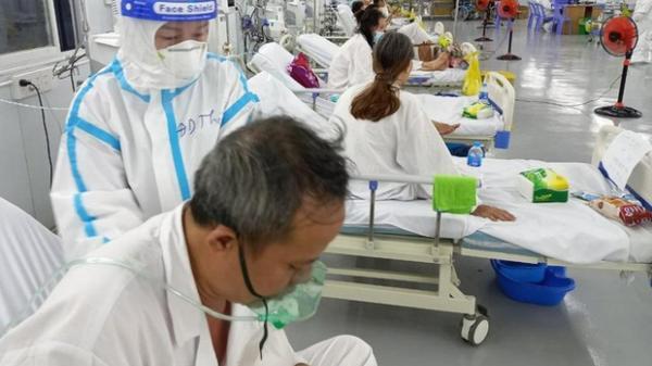 Hàng nghìn cuộc gọi cầu cứu Trung tâm Hồi sức COVID-19