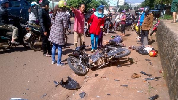 Xế hộp 'nổi loạn' gây tai nạn liên hoàn, đứt lìa chân 1 người