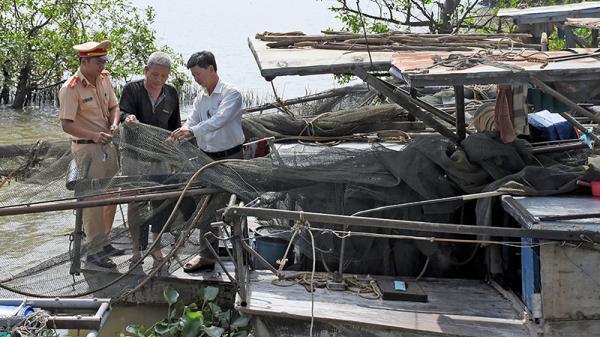 Cần Thơ: Bắt 6 trường hợp dùng xung điện đánh bắt thủy sản trên tuyến sông Hậu