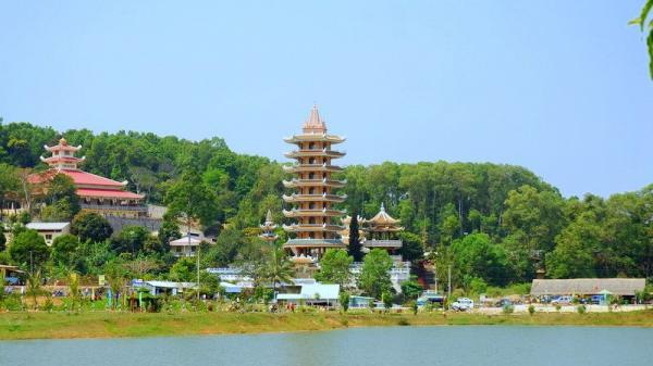 Ly kỳ huyền thoại chùa thiêng trên núi Cấm