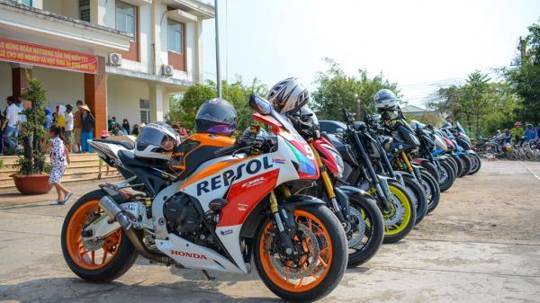 Biker Cần Thơ đi làm từ thiện với dàn motor phân khối lớn