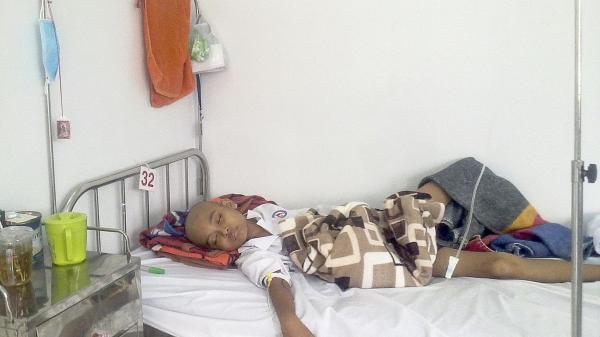 Cậu học trò nghèo Cần Thơ dở dang việc học vì bệnh ung thư máu