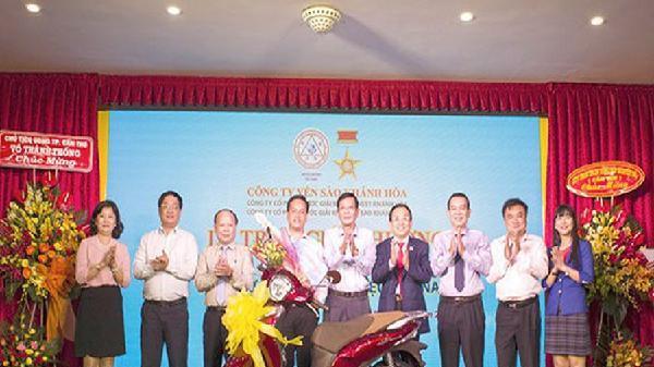 Trao giải 'Sanest Khánh Hòa - Niềm tự hào thương hiệu Việt Nam' tại Cần Thơ