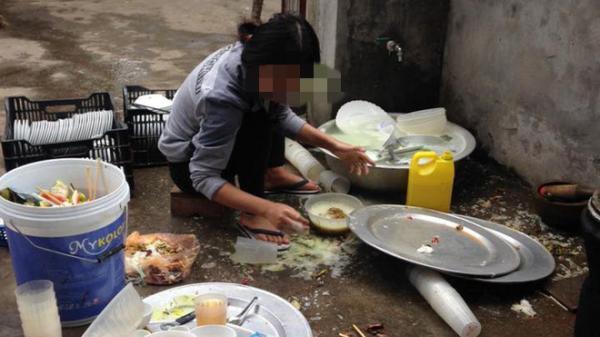 """Về ra mắt bị nhà người yêu bắt rửa 5 mâm bát, cô gái rửa đúng chiếc bát mình ăn rồi """"bỏ của chạy lấy người"""""""