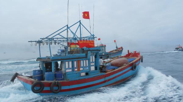 Mất liên lạc với rất nhiều tàu cá ở miền Tây do áp thấp nhiệt đới đổ bộ