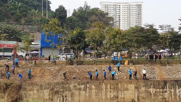 """Lào Cai: Ra quân thực hiện xây dựng thành phố """"Sáng- xanh – sạch – đẹp"""""""