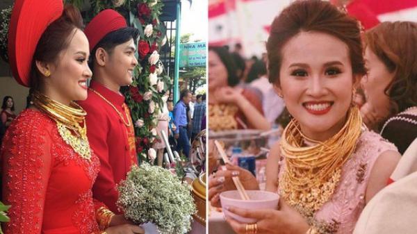 """Đám cưới """"khủng"""": Cô dâu vàng đeo trĩu cổ, rước dâu bằng xe Bentley và mời cả ca sỹ Cẩm Ly về hát"""