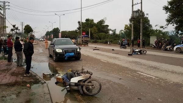 Cao Bằng: Kinh hoàng tai nạn liên hoàn ô tô đâm liên tiếp vào 2 xe máy