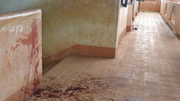 Nữ sinh dùng dao đâm bạn trọng thương ngay tại trường