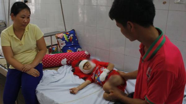 Cao Bằng: Bé trai 3 tuổi ngã vào bếp lửa có bố điếc, mẹ không biết tiếng Kinh