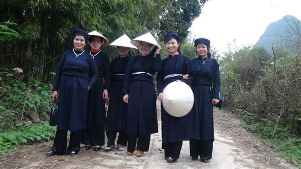 Lạ lẫm áo tân thời - nét đẹp văn hóa dân tộc