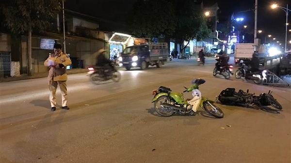 Cao Bằng: 2 xe máy đâm nhau giữa ngã tư, 3 người cấp cứu