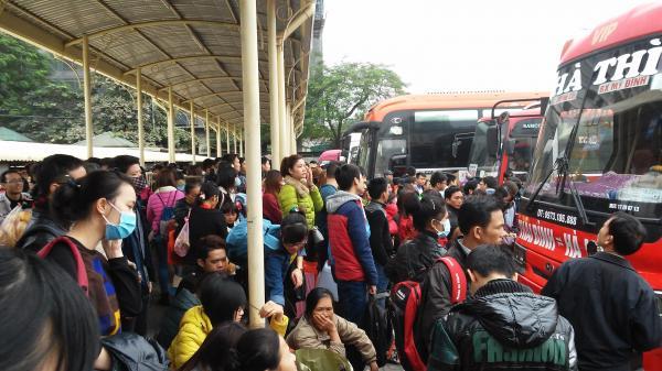 Hàng trăm công nhân nghèo bị lừa vé xe Tết về quê