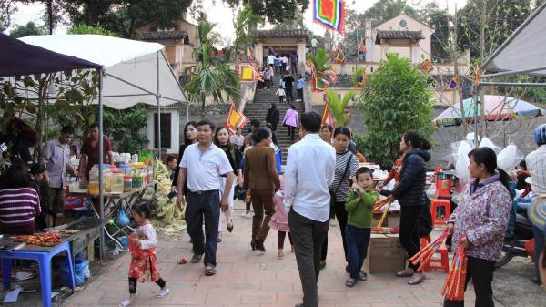Cao Bằng: Đầu năm người dân nô nức kéo đến lễ hội Đền vua Lê