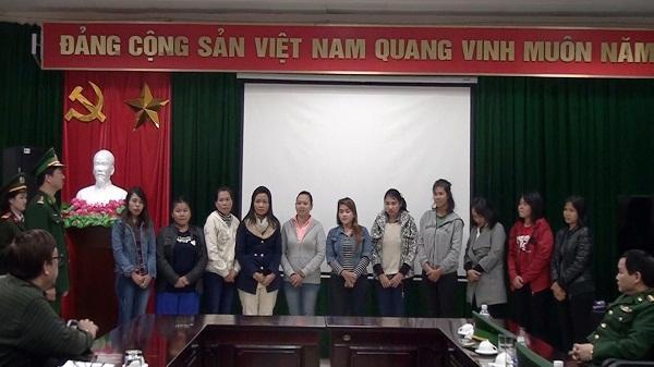Cao Bằng: Đồn Biên phòng Cửa khẩu Trà Lĩnh trao trả 11 công dân Indonesia
